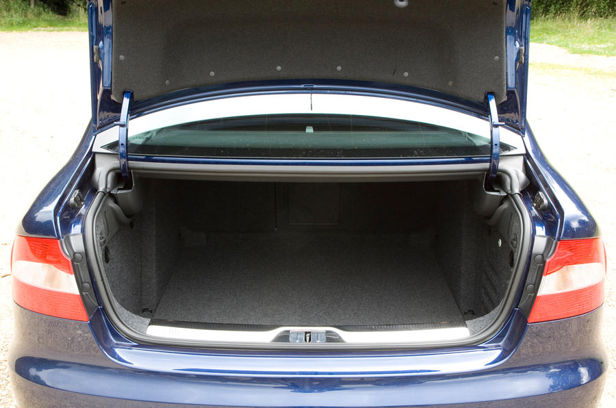 Skoda Superb boot space