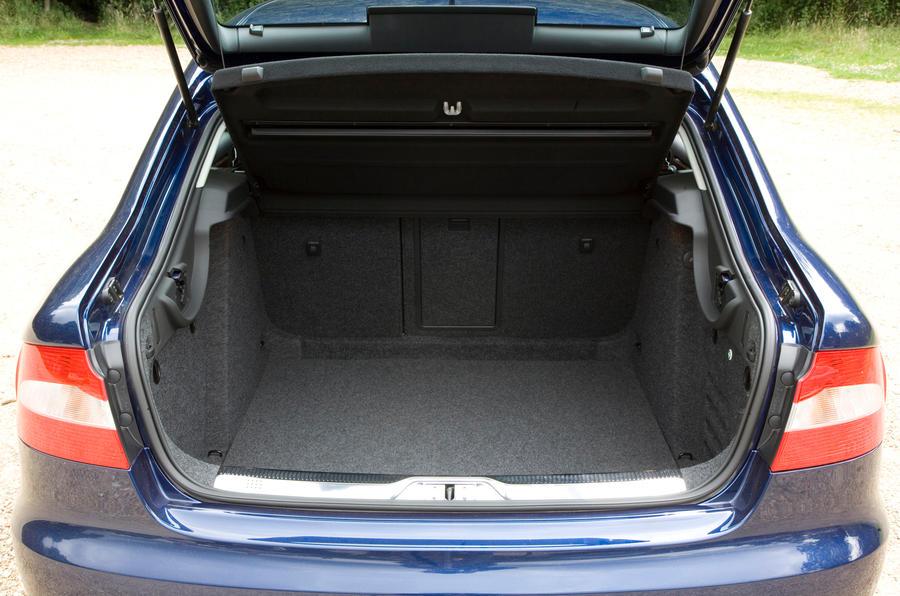 Skoda Superb hatch boot opening