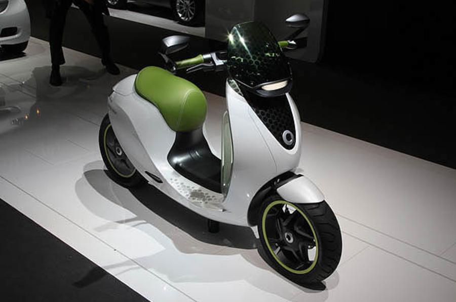 Paris motor show: Smart scooter