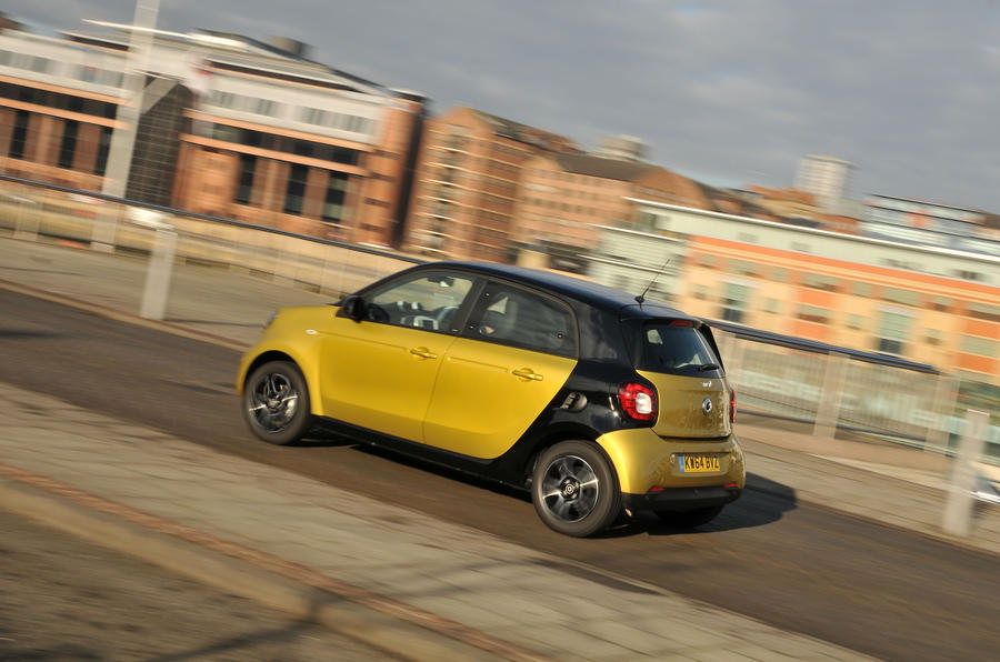 Smart Forfour on the road