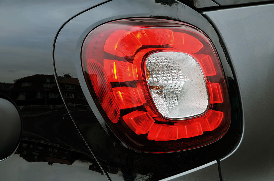The rear lights on the Smart Fortwo are predominantly LEDs