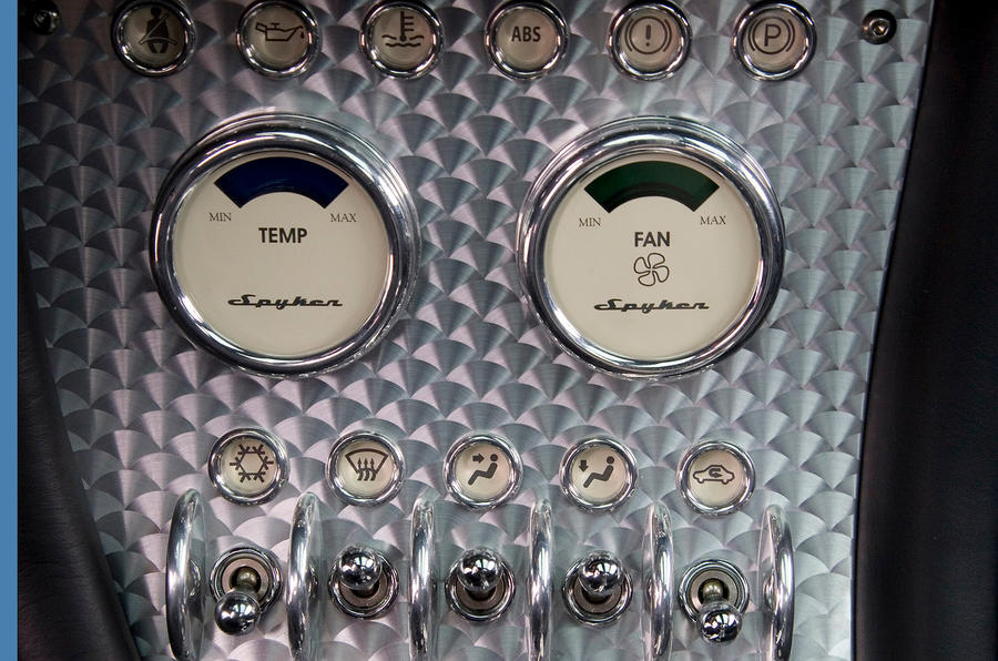 Spyker C8 centre console switchgear