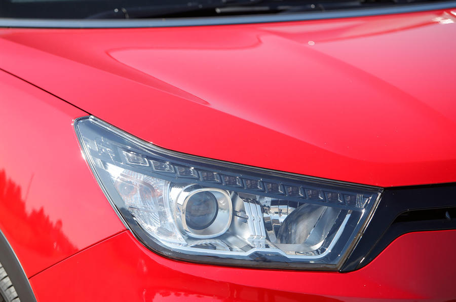 Ssangyong Tivoli XLV headlight