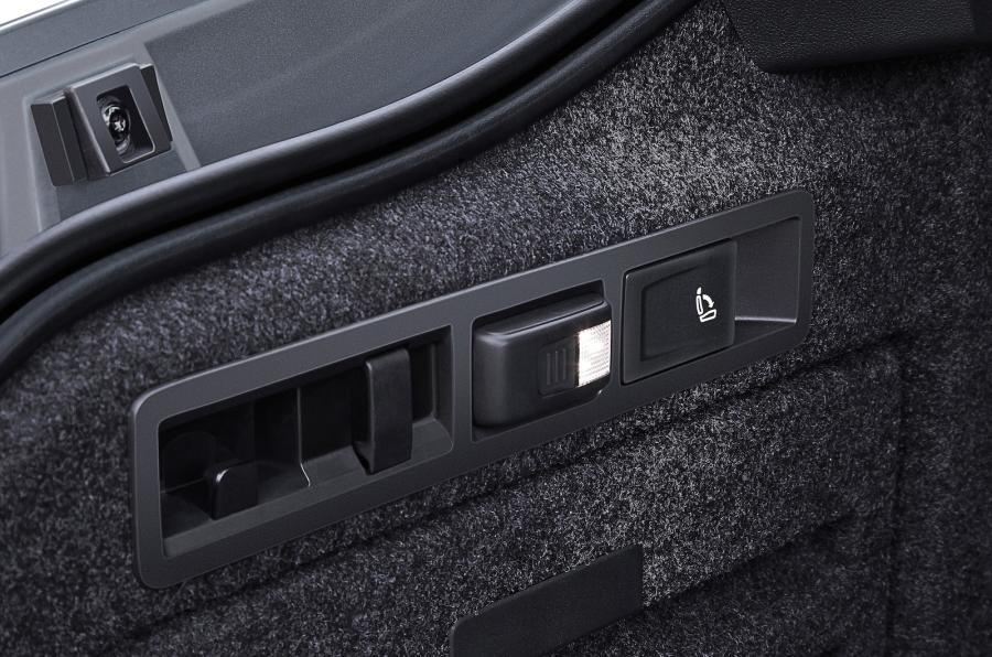 Skoda Superb boot torch