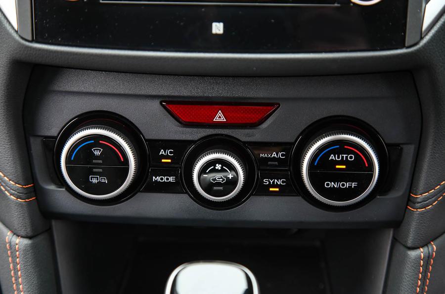 Subaru XV 2.0i Lineartronic SE Premium climate controls