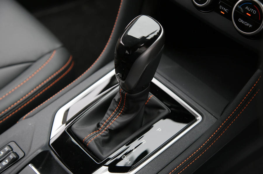 Subaru XV 2.0i Lineartronic SE Premium gearstick