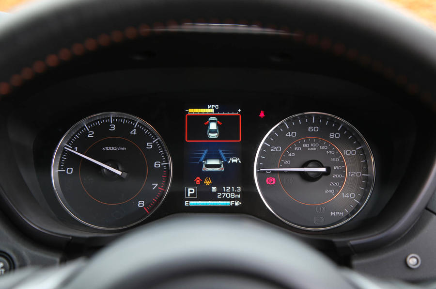 Subaru XV 2.0i Lineartronic SE Premium instrument cluster