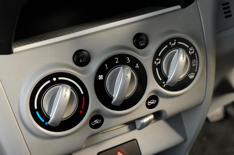 Suzuki Alto heating controls