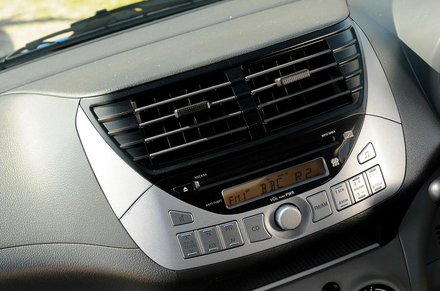 Suzuki Alto audio system