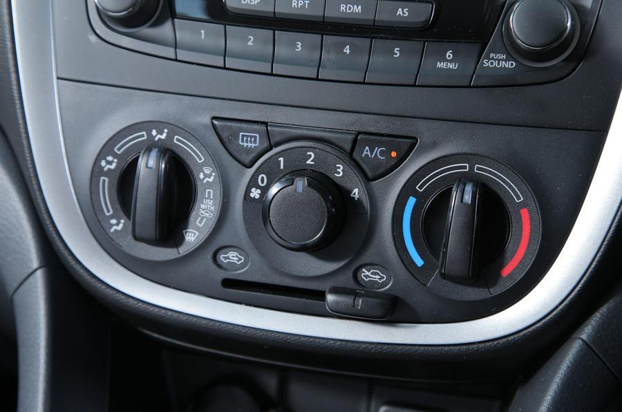 Suzuki Celerio heating controls