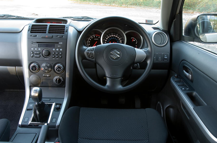 Suzuki Grand Vitara dashboard