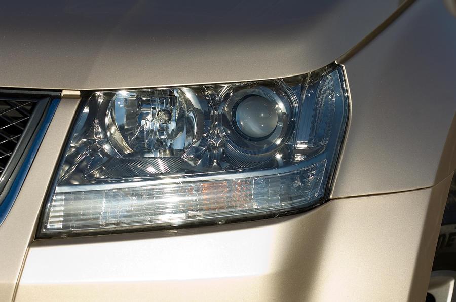 Suzuki Grand Vitara headlights