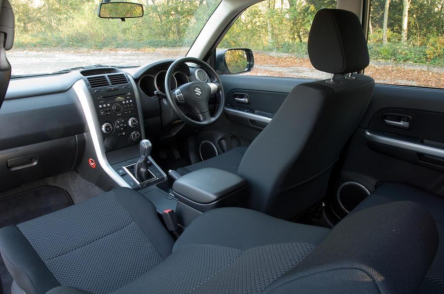 Suzuki Grand Vitara front seats