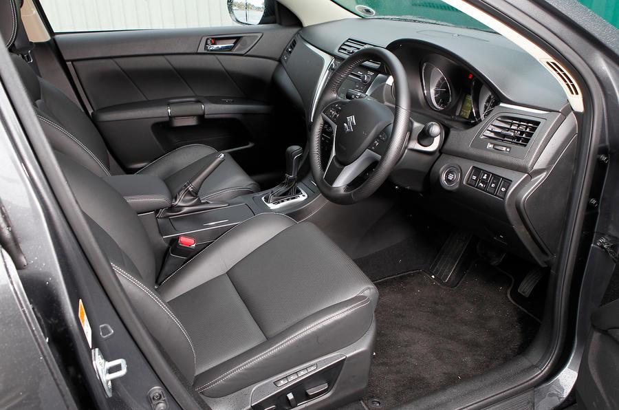 Suzuki Kizashi front seats