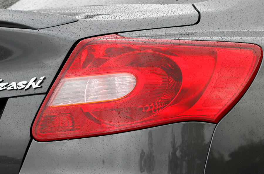 Suzuki Kizashi rear lights