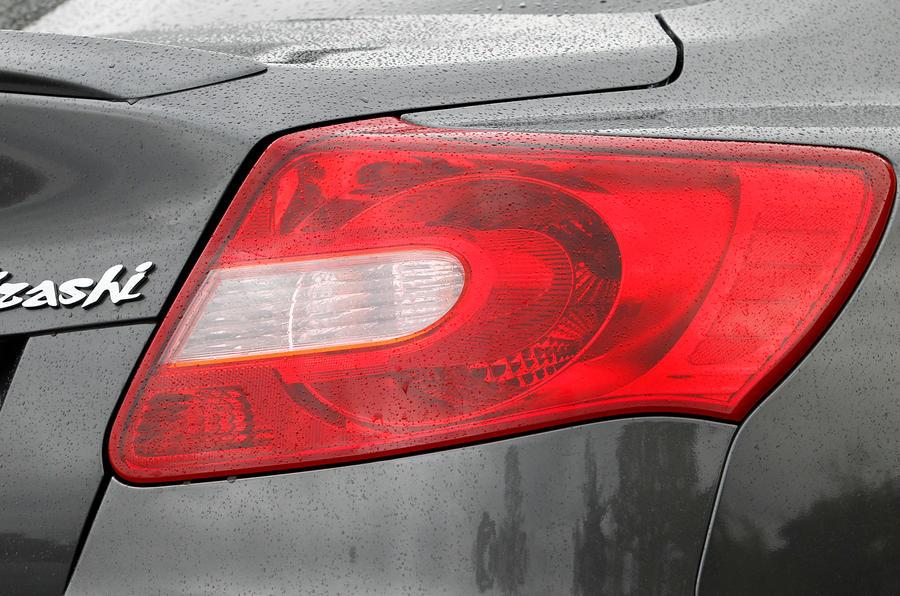 Suzuki Kizashi rear lights