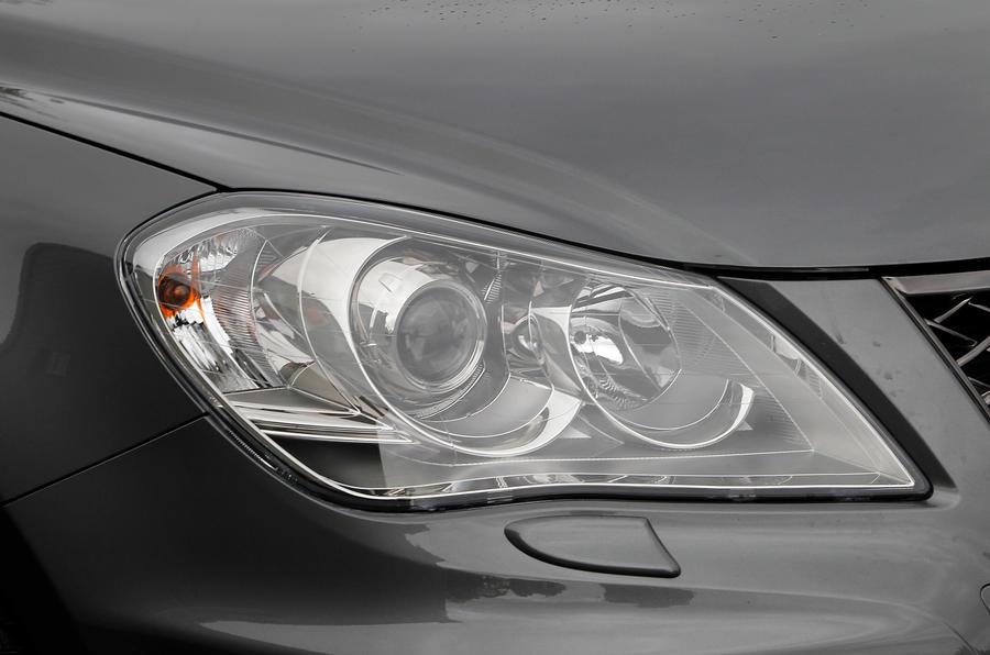 Suzuki Kizashi HID headlights
