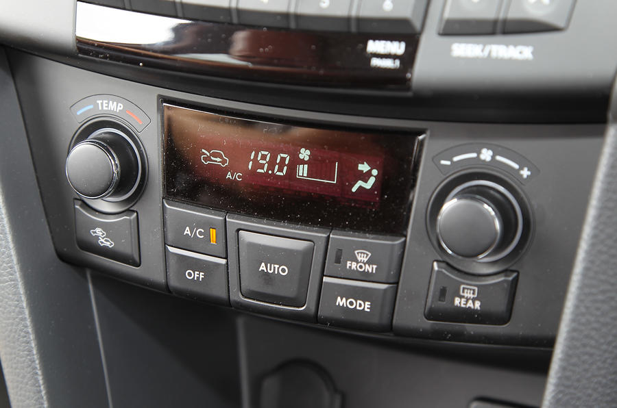 Suzuki Swift climate control switchgear