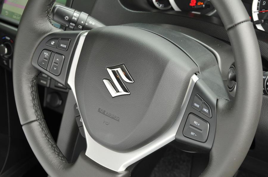 Suzuki Swift steering wheel controls