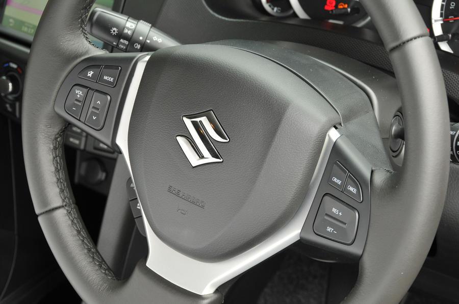 Suzuki Swift steering wheel controls