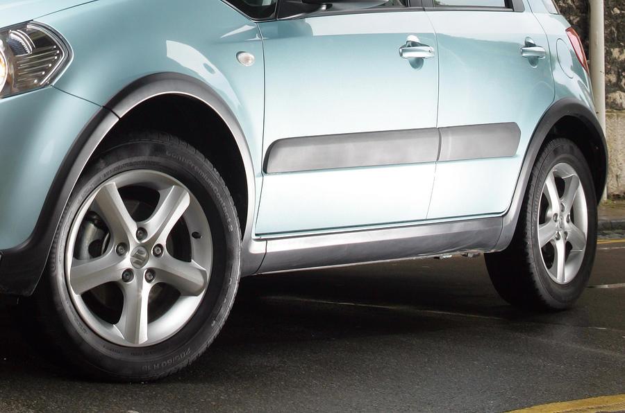 Suzuki SX4 plastic mouldings