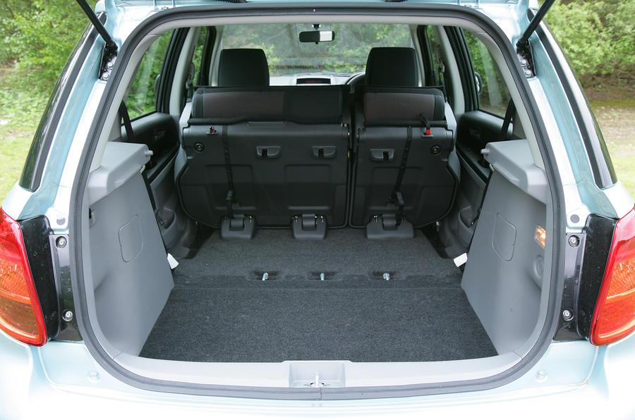 Suzuki SX4 boot space