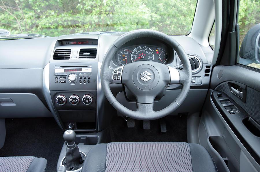 Suzuki SX4 dashboard