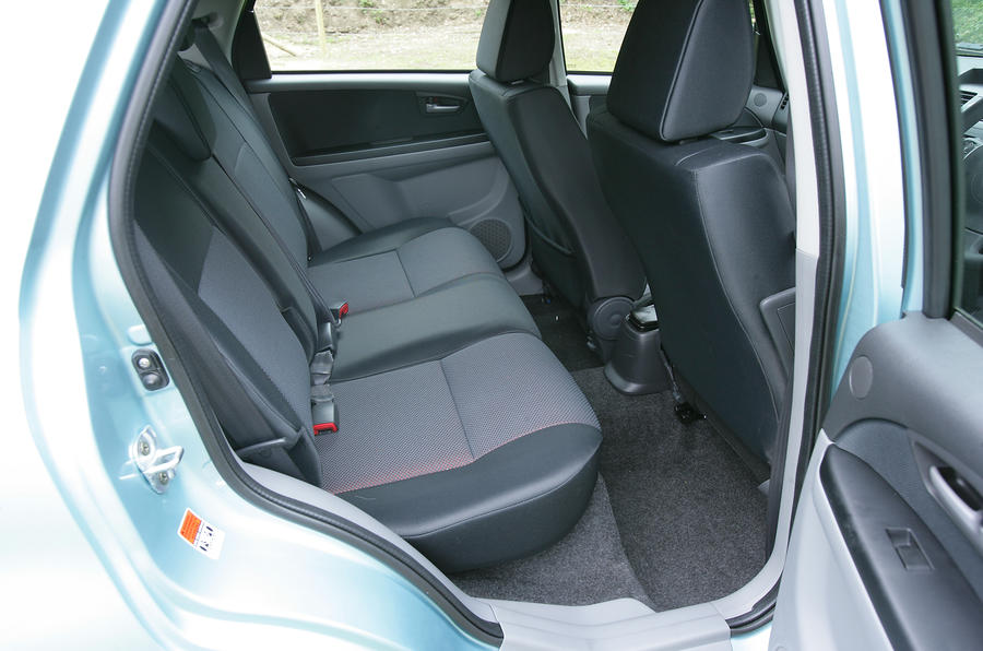 Suzuki SX4 rear seats