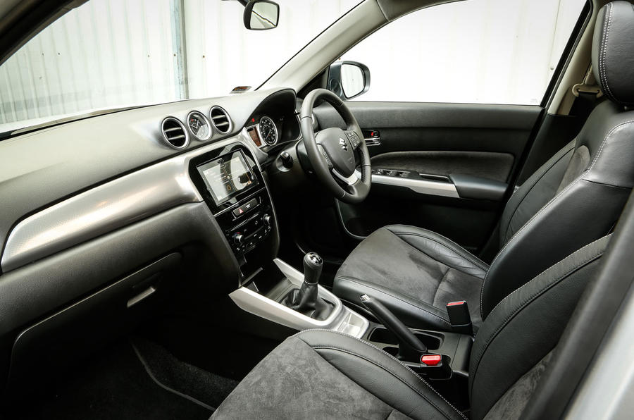 A closer look at the front seats and dashboard of the Suzuki Vitara