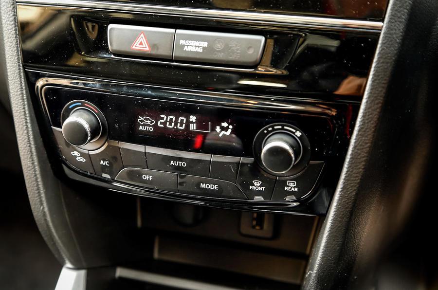The climate control switchgear of the Suzuki Vitara