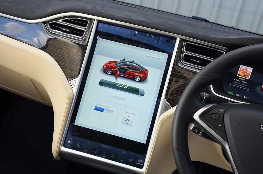Tesla Model S P90D infotainment