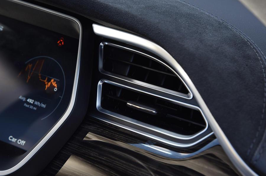 Tesla Model S P90D air vents