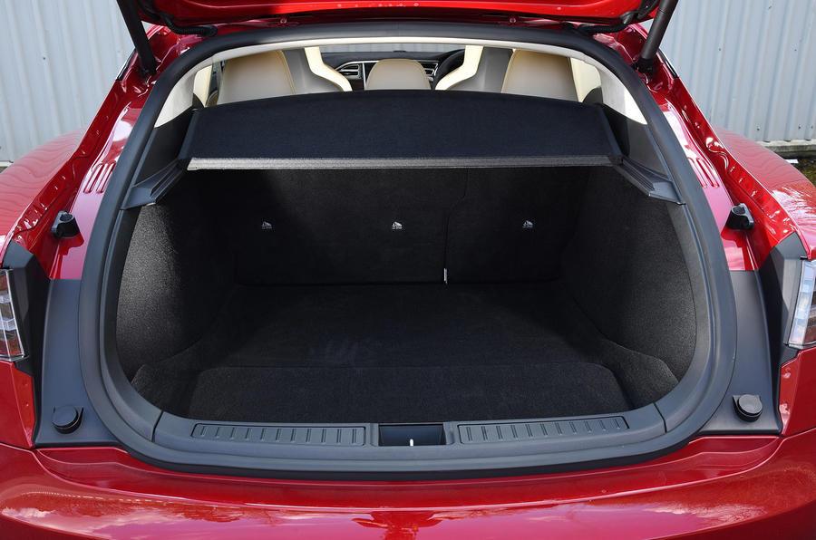 Tesla Model S P90D boot space