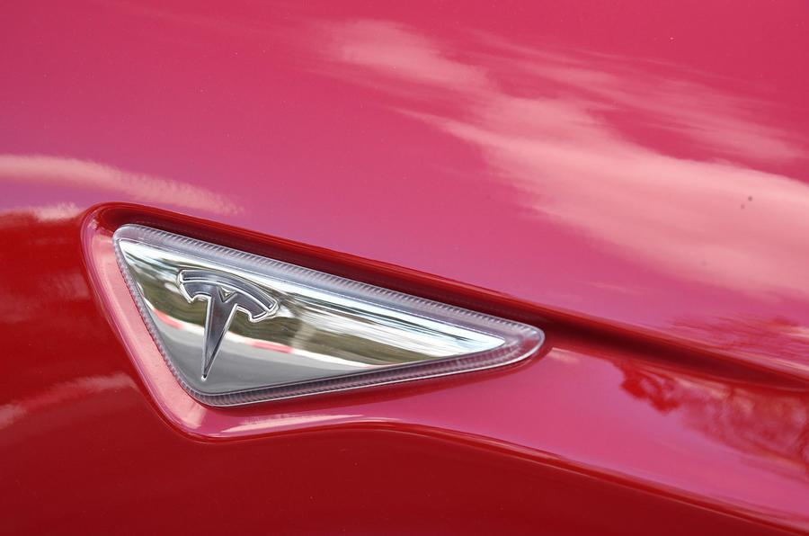 Tesla Model S P90D indicator