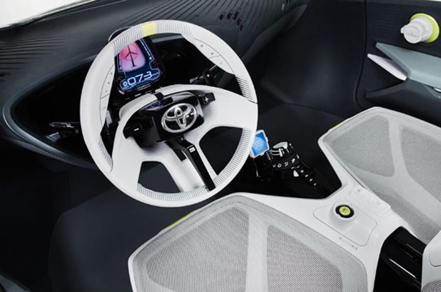 Toyota plans 'sporty' hybrids
