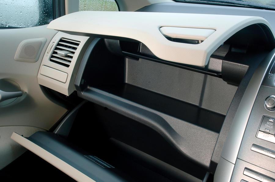 Toyota Auris glovebox