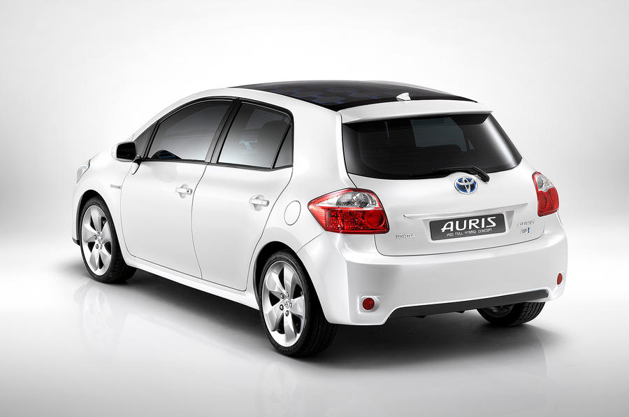 Toyota reveals Auris hybrid plans