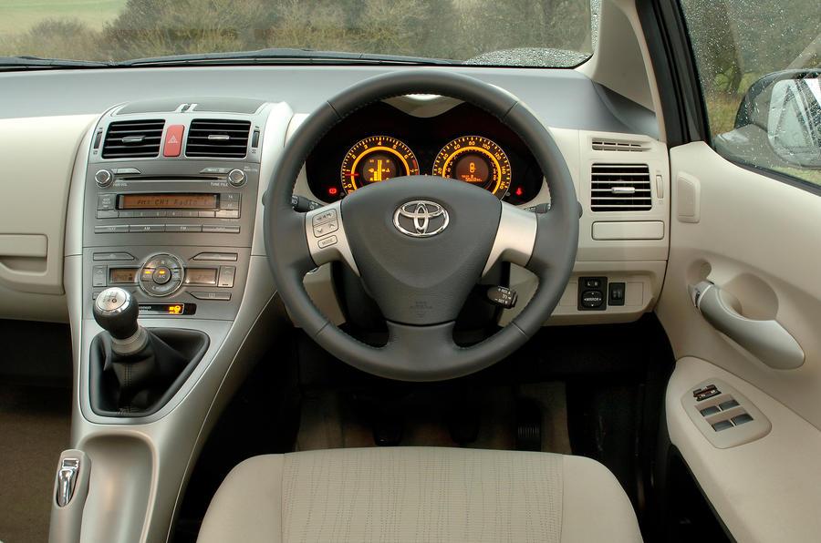 ... Toyota Auris Dashboard ...