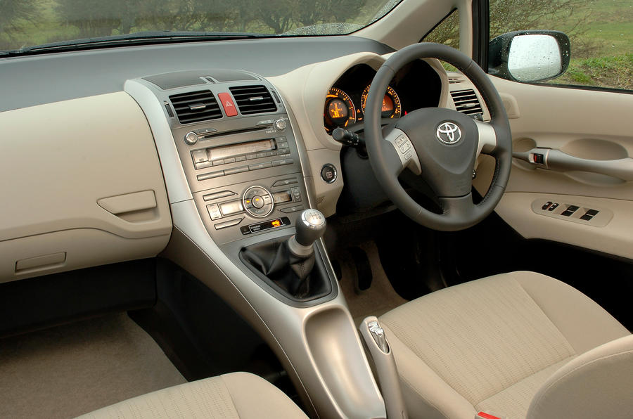 ... Toyota Auris Interior ...