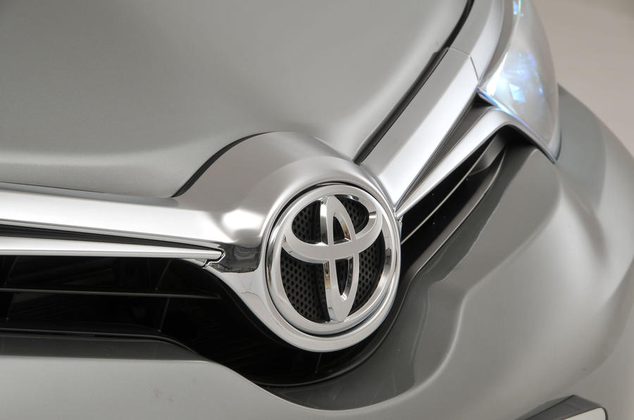 Toyota Auris front grille