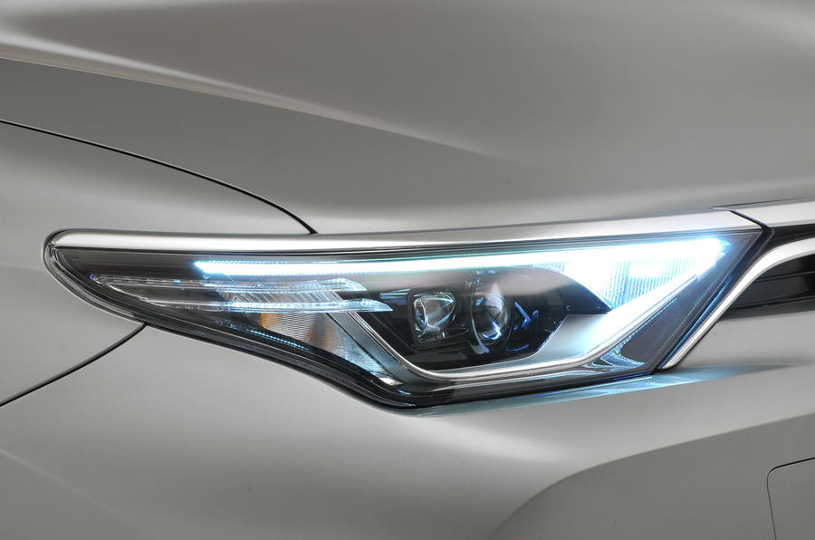 Toyota Auris headlights