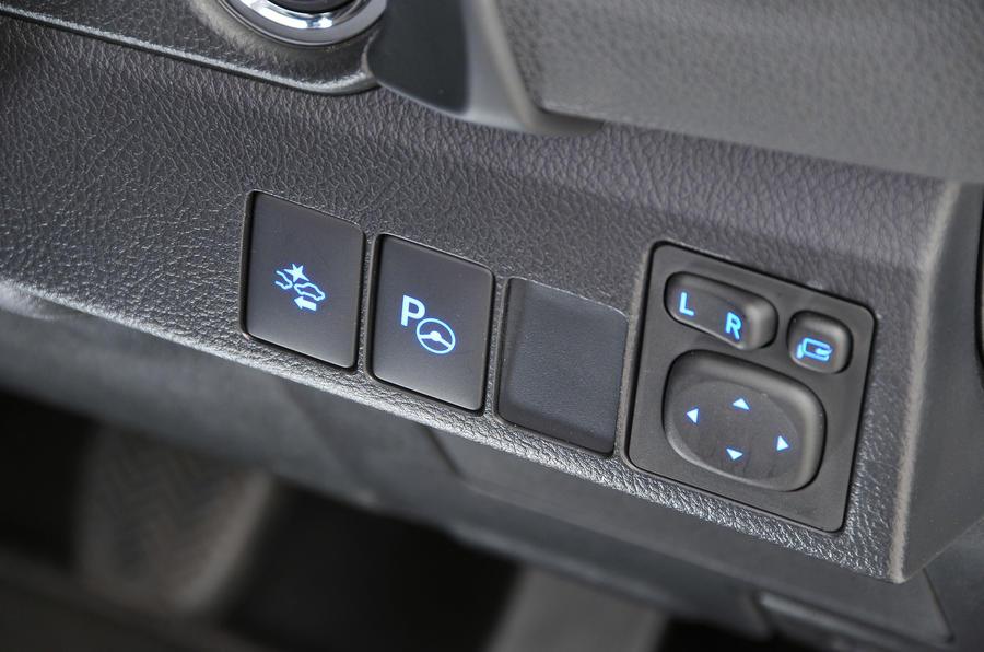 Toyota Auris switchgear