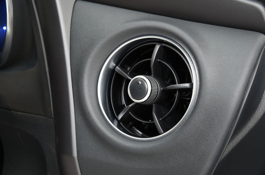 Toyota Auris Touring Sports air vents