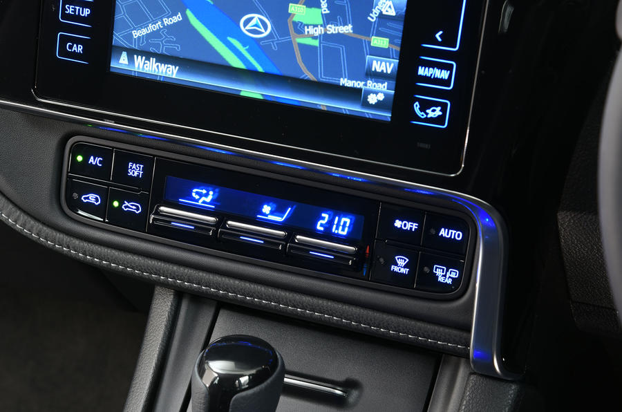 Toyota Auris Touring Sports climate controls