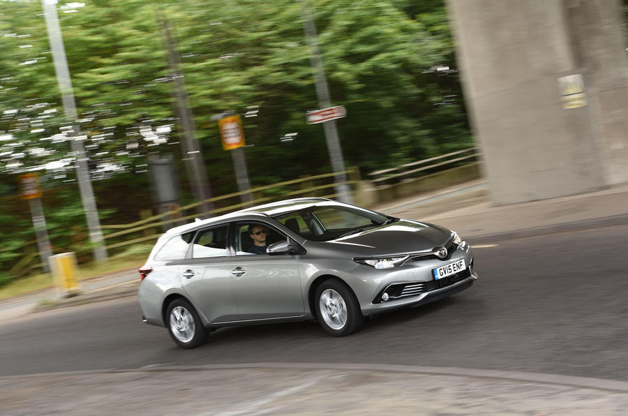 Toyota Auris Touring Sports cornering