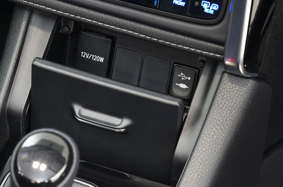Toyota Auris Touring Sports multimedia ports