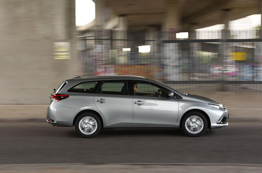 Toyota Auris Touring Sports side profile