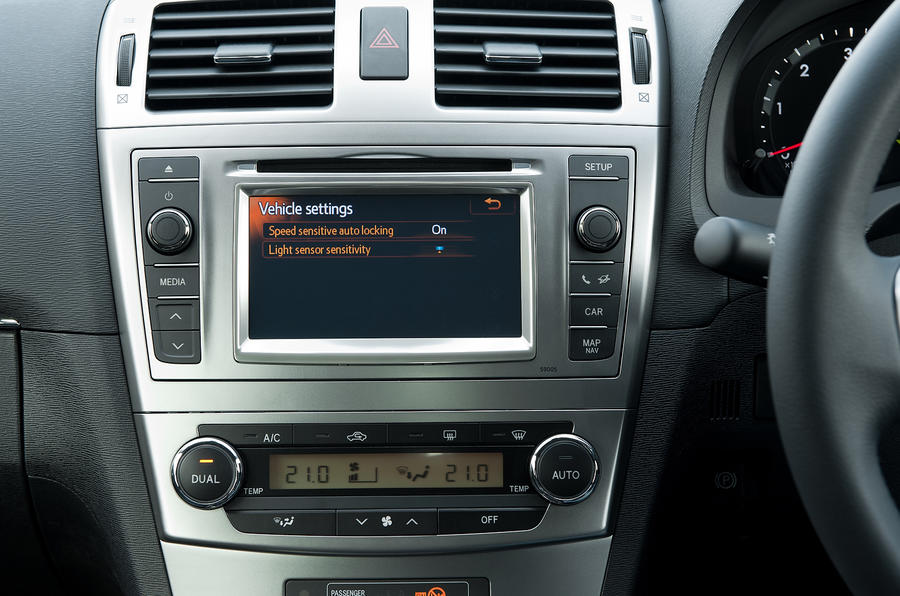 Toyota Avensis Connect2 infotainment
