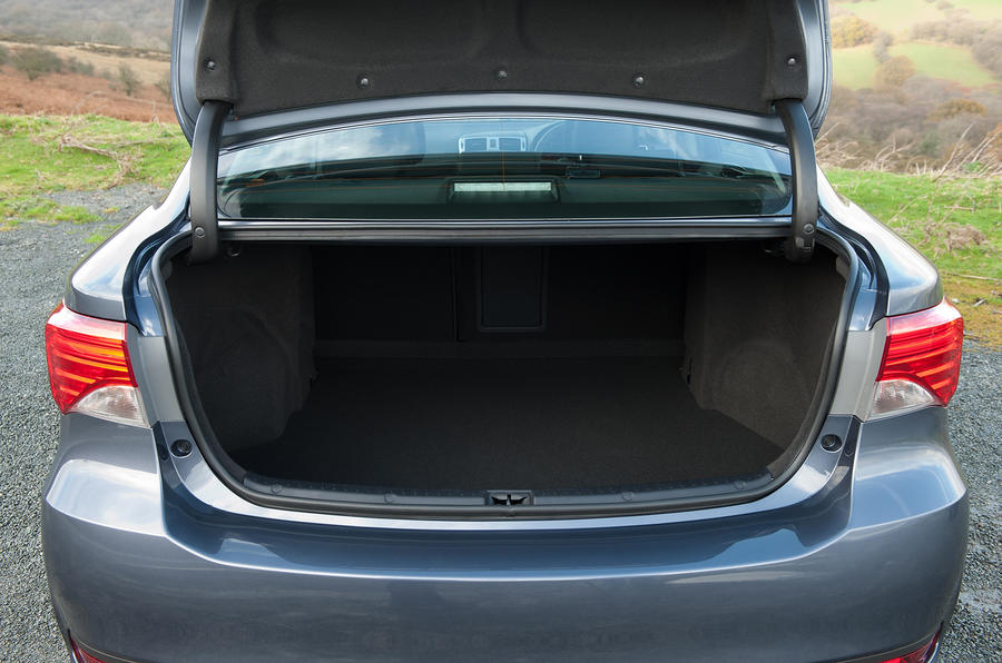 toyota avensis review 2017 autocar