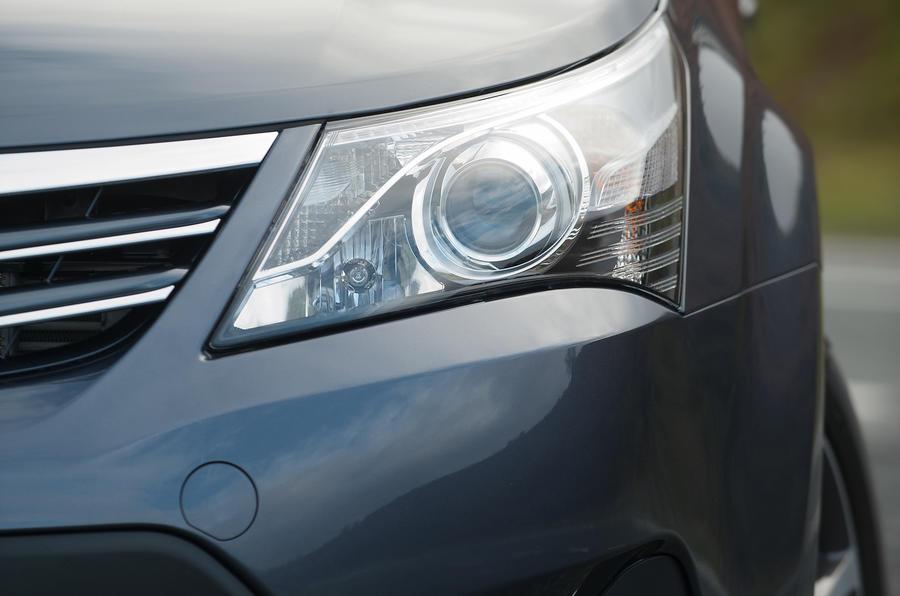 Toyota Avensis xenon headlight